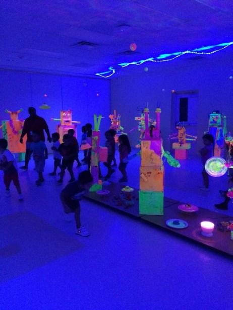 glow in the dark alien art show